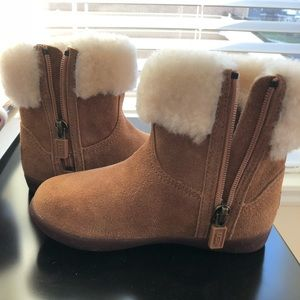 NWOT Ugg Toddler Boots Size 9